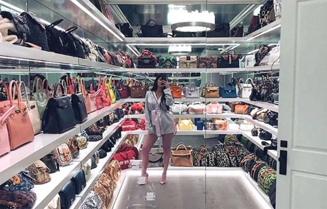 Gentile lui Kylie Jenner valoreaza o mica avere