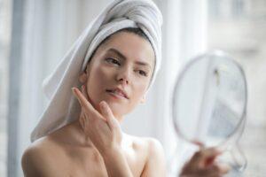 Cum previi îmbătrânirea prematură a pielii ponturi pentru a-ți menține tinerețea și frumusețea naturală